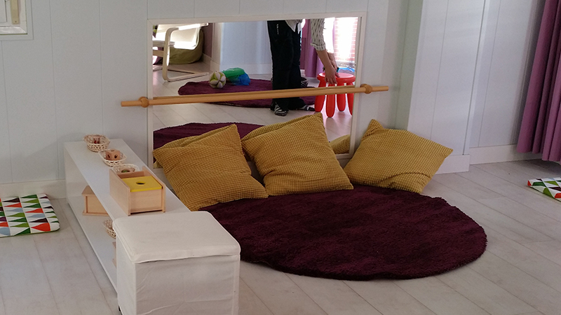Montessori nido classroom - a cosy corner for both baby and adult