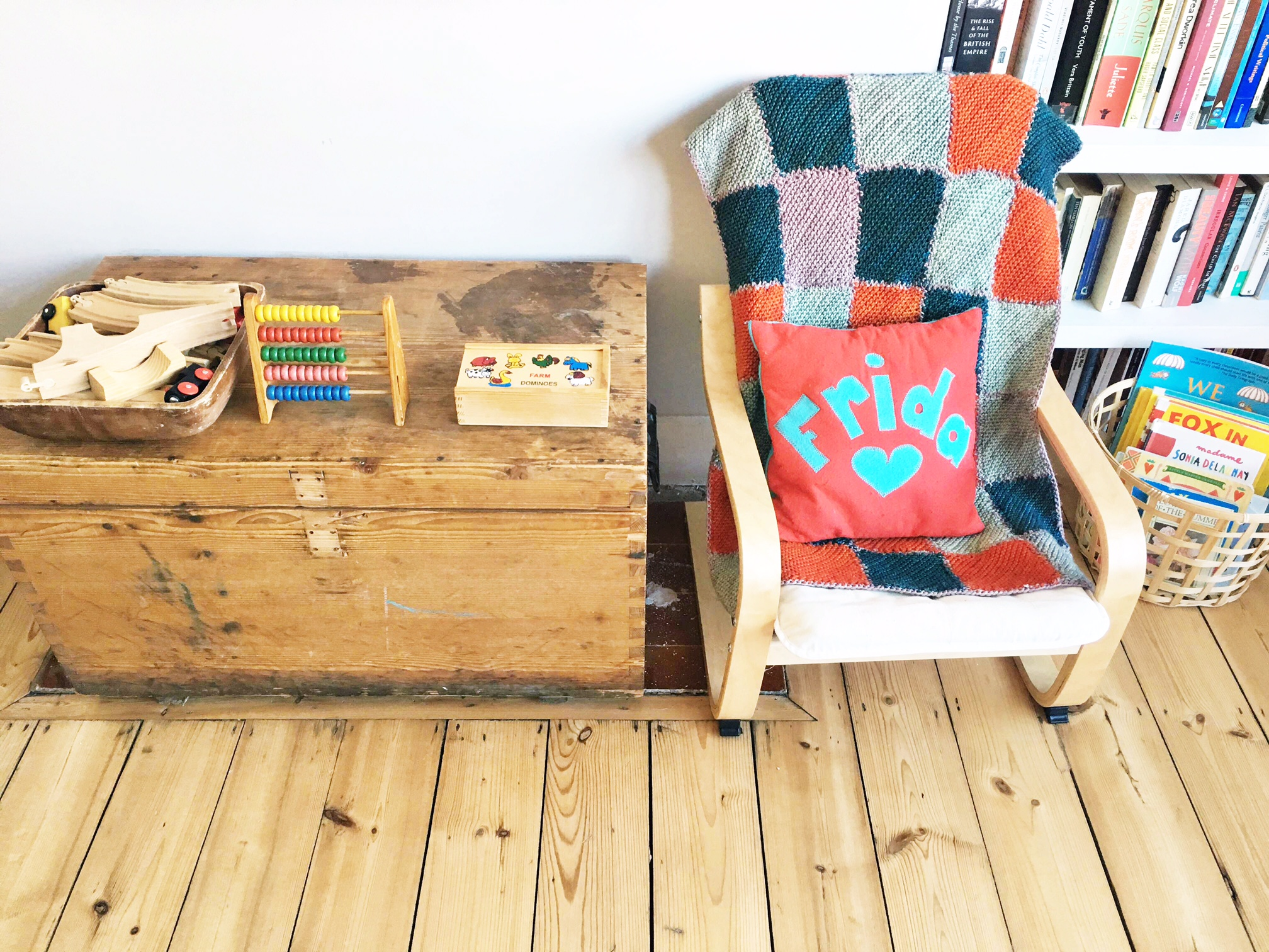 Cosy spots to sit and play