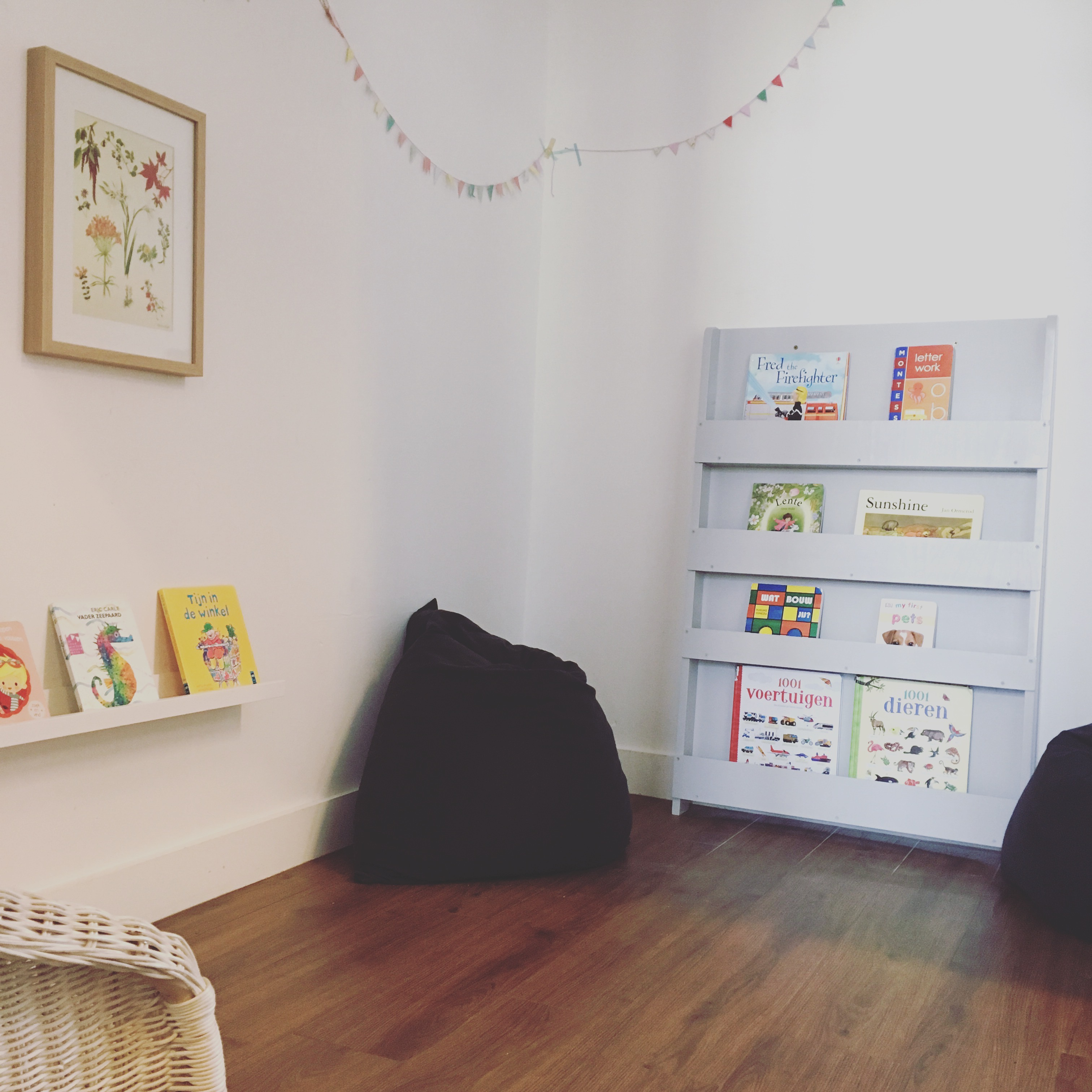 Where to find series: front facing bookshelves - The Montessori ...