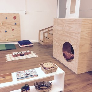 Montessori and pretend play: a complicated question