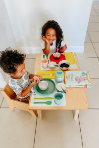 Let's meet Juli Williams and her Montessori homeschooling family